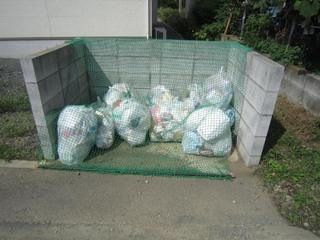 How to Survive the Japanese Trash Police! Throwing away garbage and recycling.